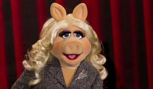 4-30-15-miss-piggy
